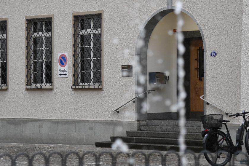 Sparad Gebäude Mit Springbrunnen