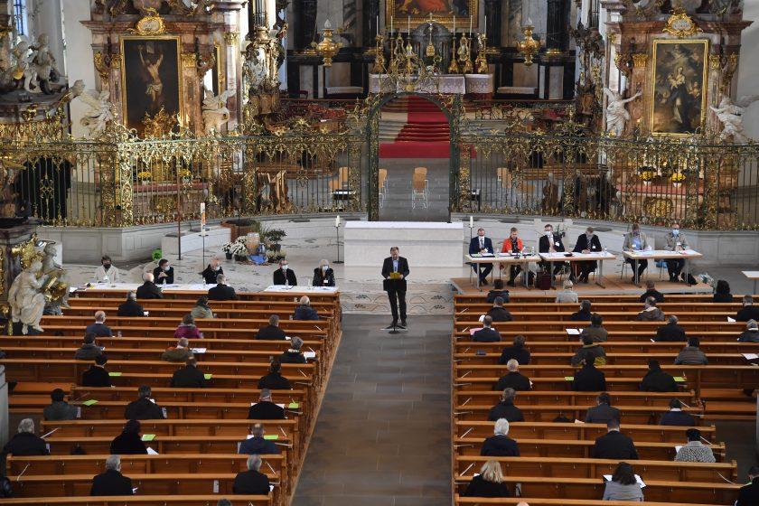 Coronabedingt tagt das Kath. Kollegium erstmals in der Kathedrale anstatt im Kantonsratssaal (Bild: Regina Kühne)