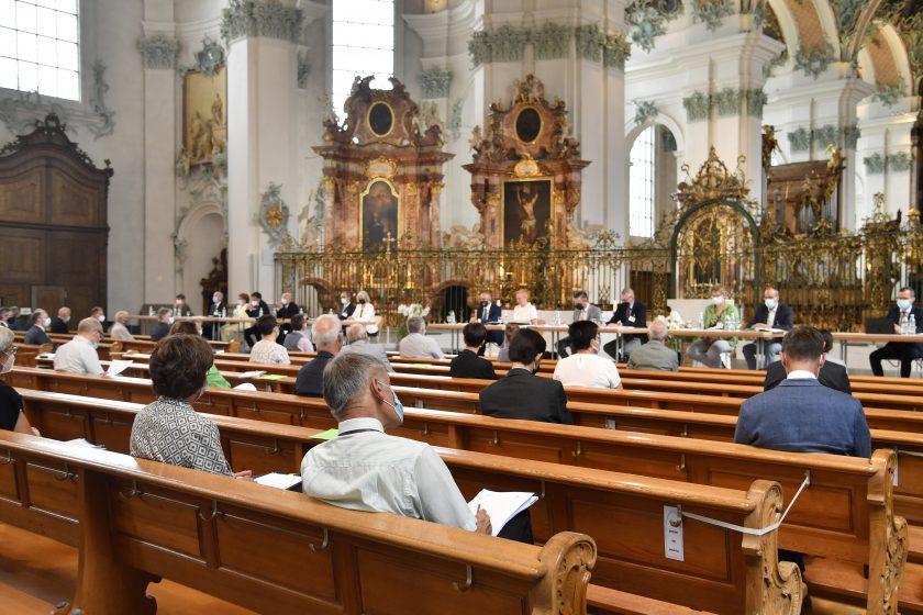 Die Sitzung des Kath. Kollegiums fand coronabedingt in der Kathedrale St.Gallen statt. Aufnahme: Regina Kühne