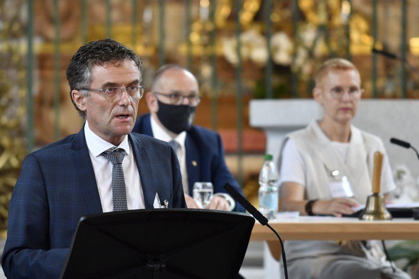 Administrationsratspräsident Raphael Kühne informierte über die Eckpunkte des vergangenen Geschäftsjahres. Aufnahme: Regina Kühne